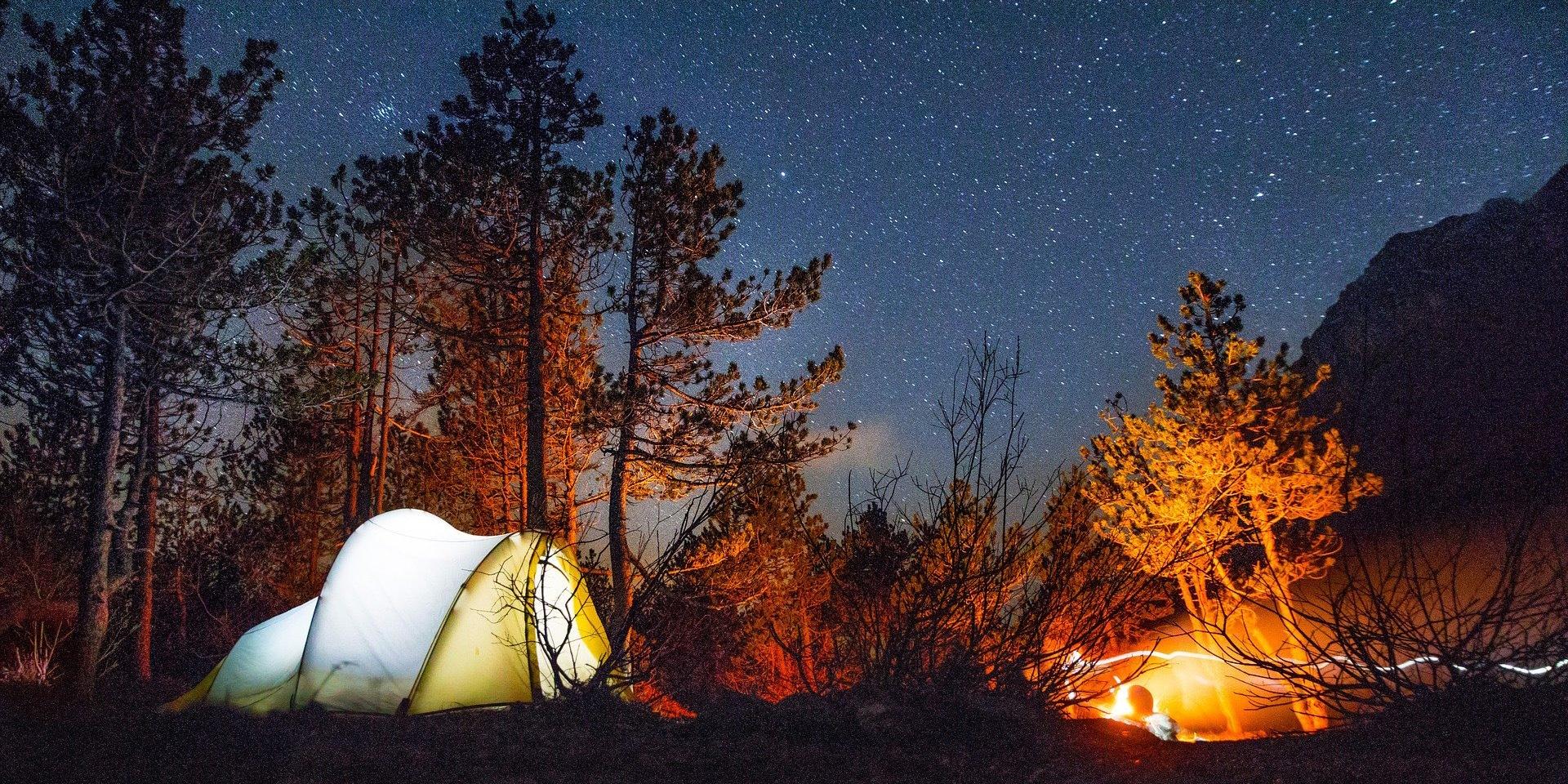 Провести ночь в палатке под звездным небом, это же так круто!