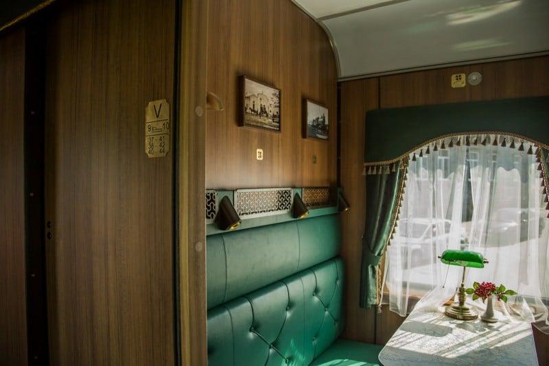 Стилизованные купе рускеальского ретропоезда