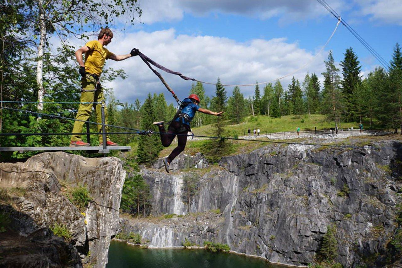 Тарзанка в Рускеале, прыжок с высоты 20 метров