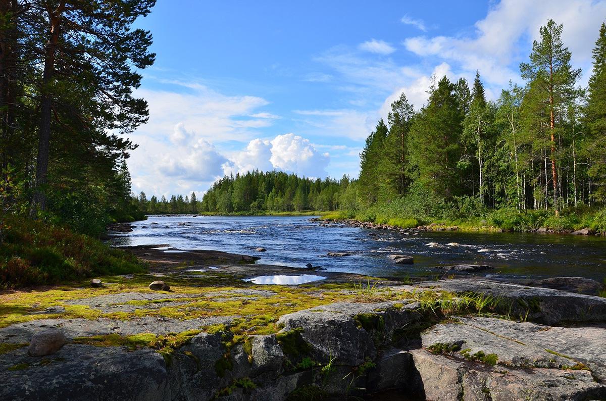 Летом в Карелии классно. Несмотря на быстро меняющуюся погоду, в солнечные дни бывает очень жарко.