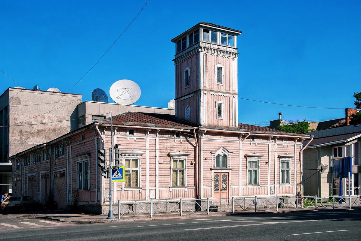 В городе Сортавала сохранилось много старых зданий. Например, эта бывшая пожарная каланча.