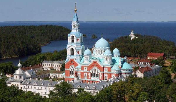 Вид на Валаамский монастырь летом