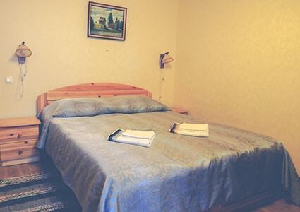 двуспальная кровать + дополнительное место