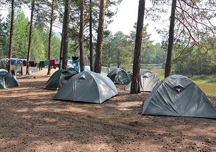 Общий вид палаточного лагеря на Байкале