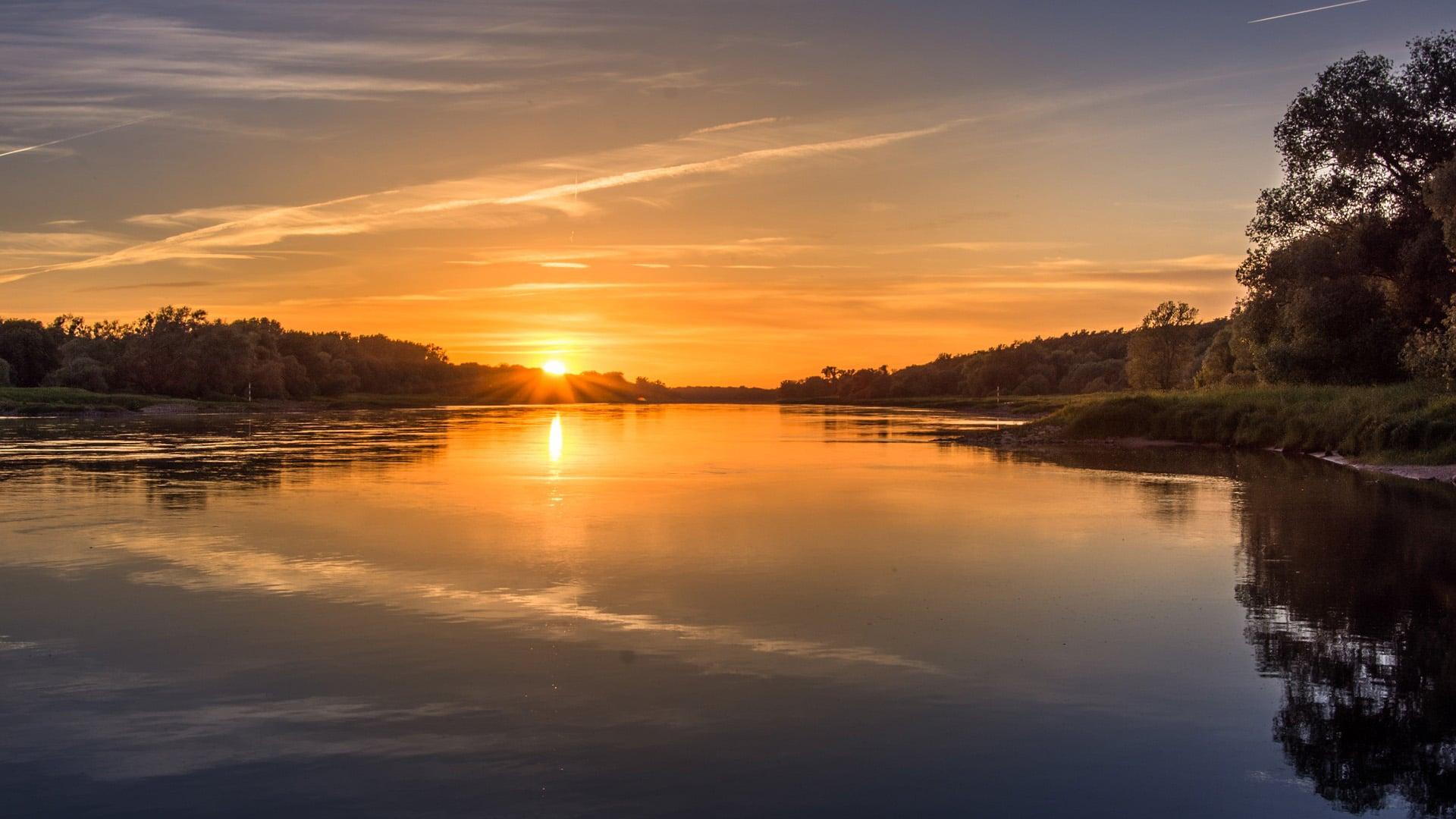 А вы встречали закат на реке?