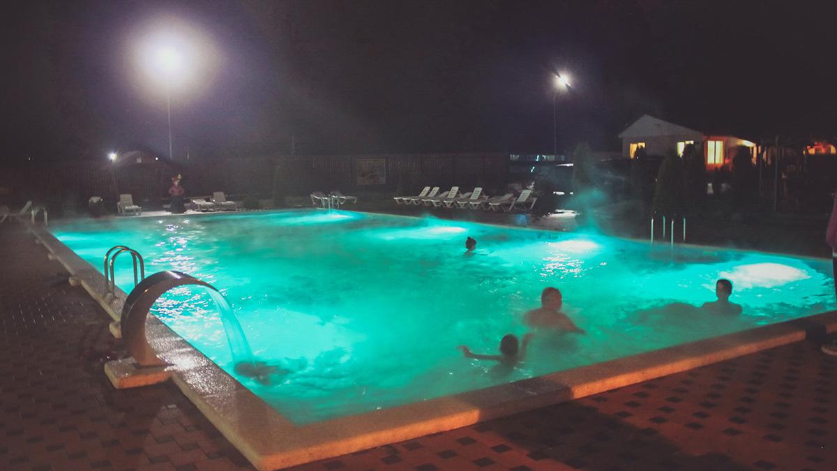Вечерний отдых на горячих адыгейских источниках