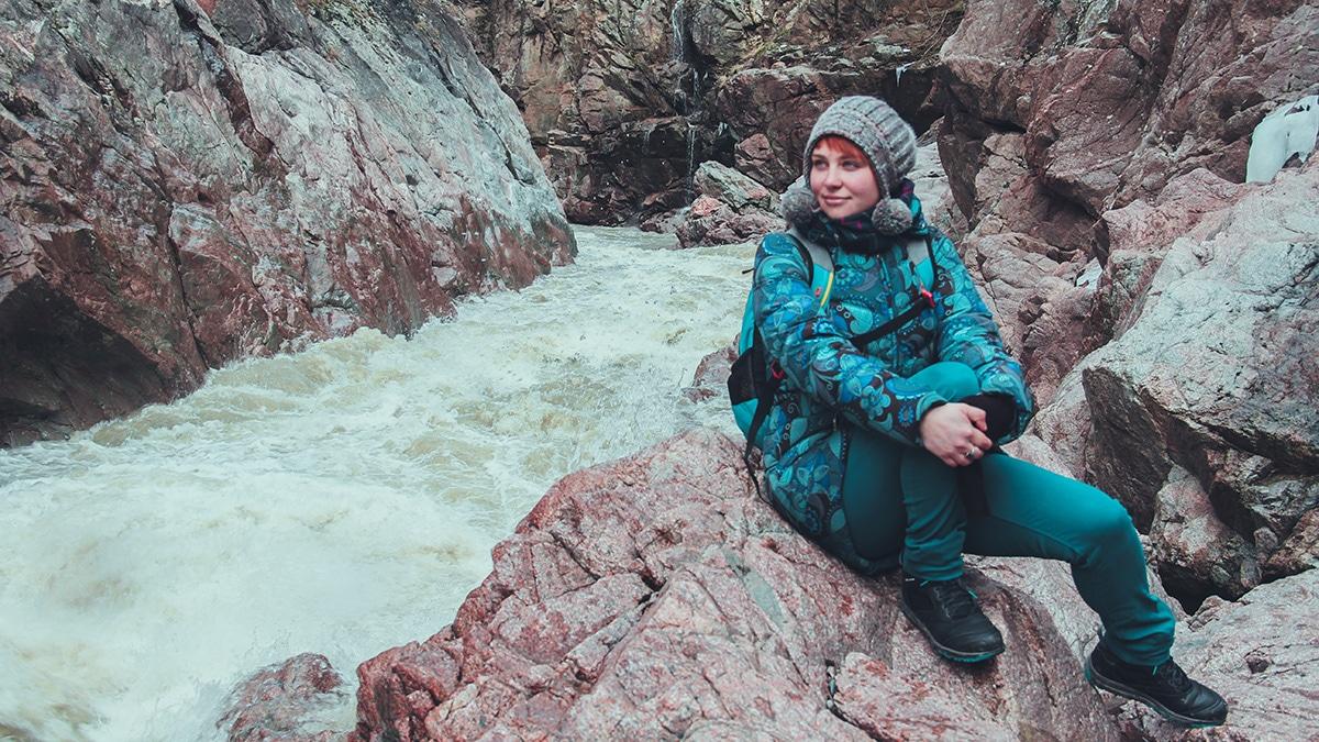В некоторых местах река Белая сжимается скалами до 2-х метров