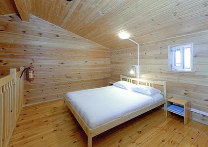 Номер с большой двуспальной кроватью